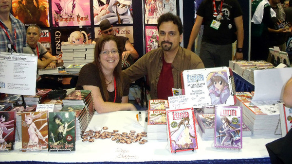 nunzio-and-christina-luna-signing-comiccon-2010